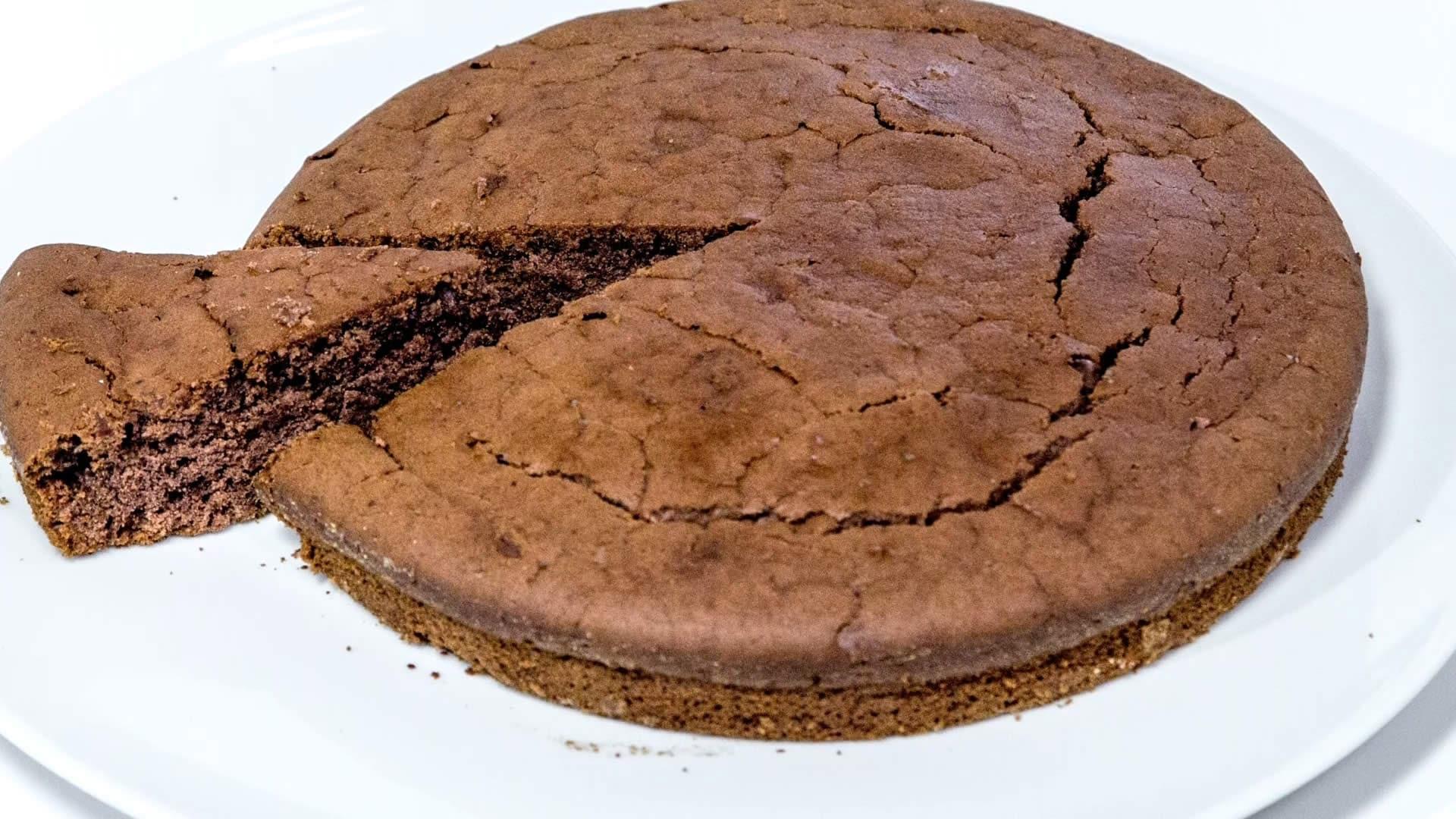 Foto Pan di Spagna al Cacao Senza Uova – Pan di spagna vegano contro il colesterolo