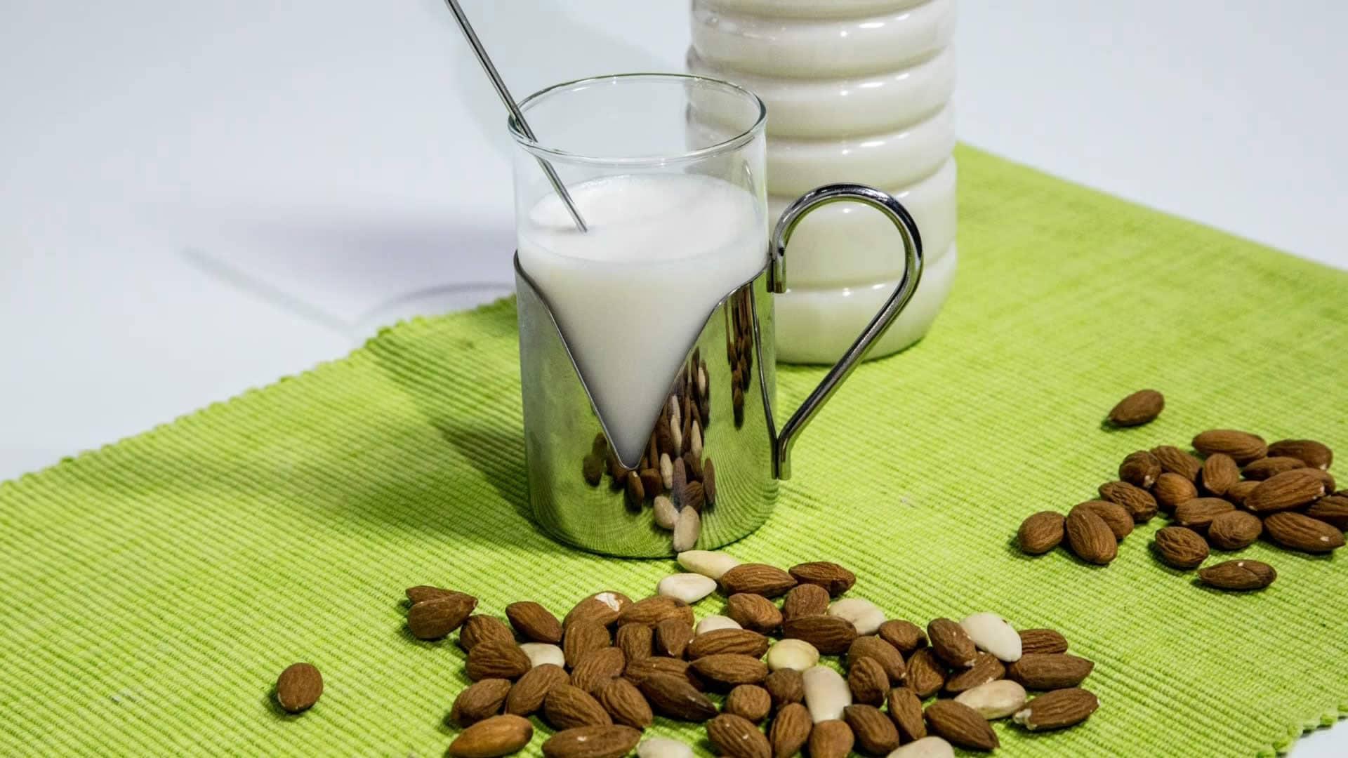 Foto Latte di Mandorle Fatto in Casa