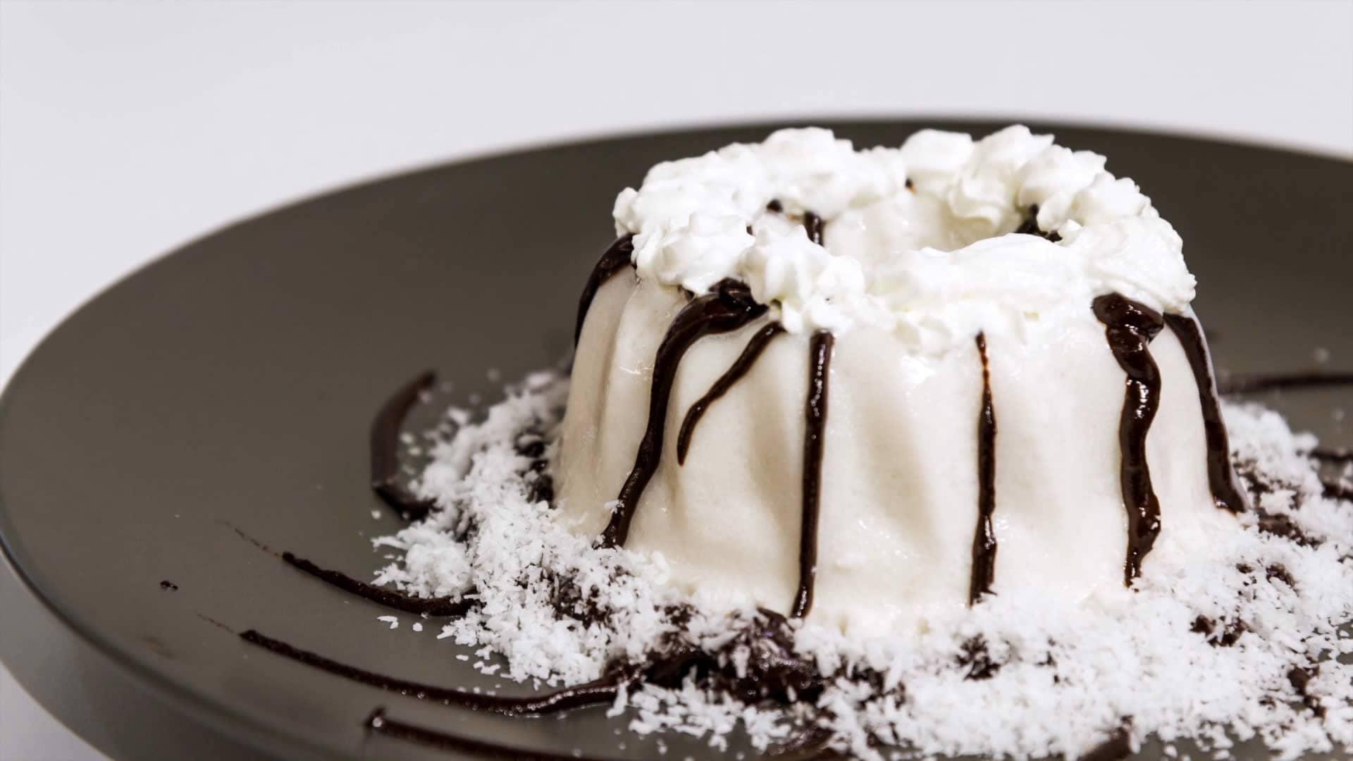 Foto Budino al Cocco e Vaniglia con Salsa al Cioccolato