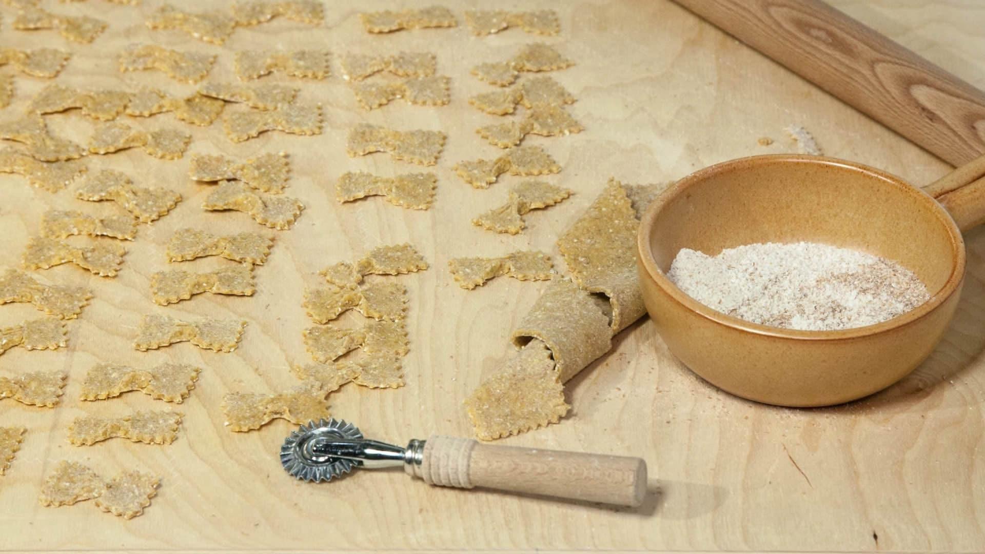 Pasta fresca integrale fatta in casa - Pasta fatta in casa macchina ...