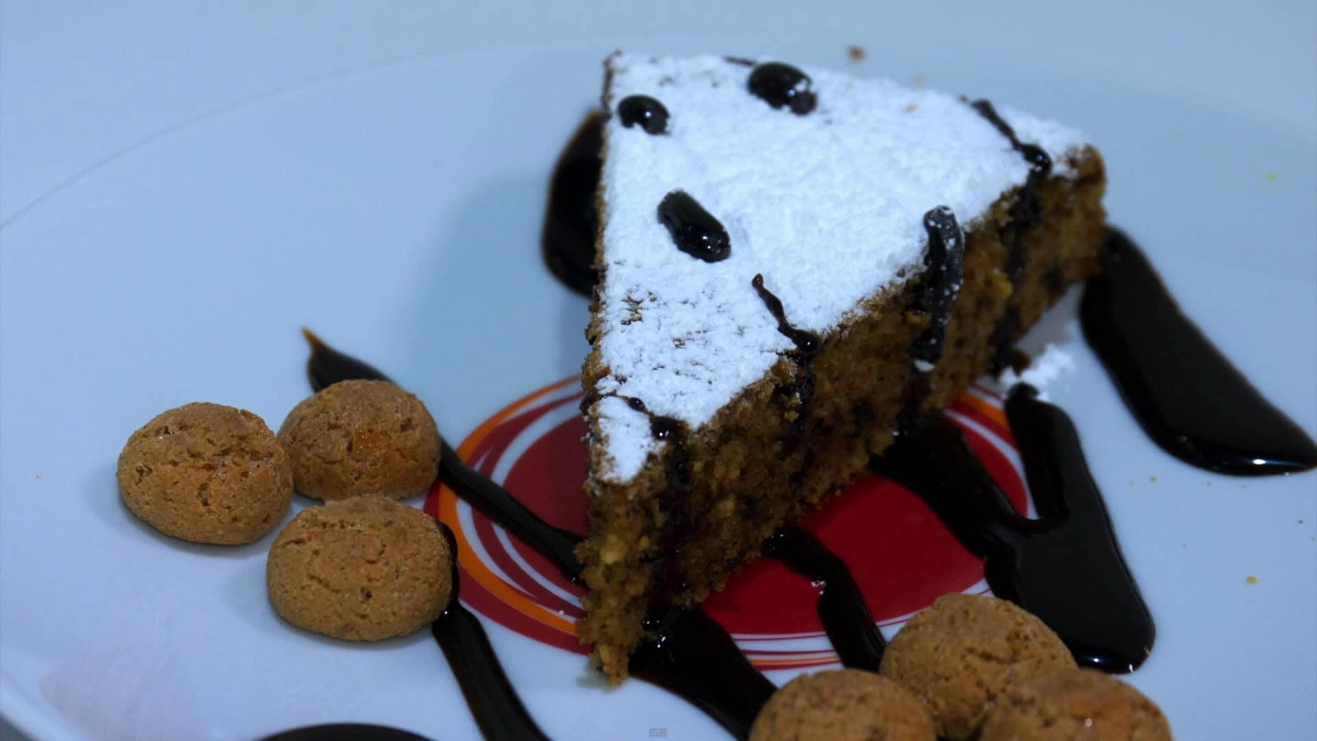 Foto Torta di pane con amaretti e cioccolato
