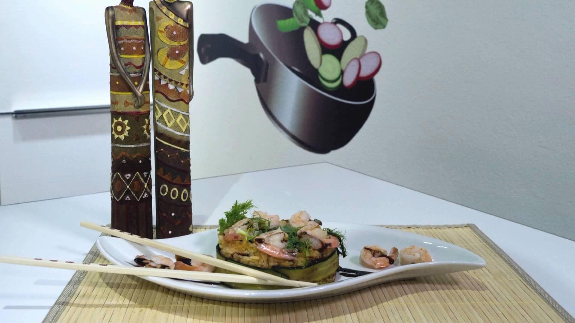 Foto Riso thailandese profumato con zenzero e gamberi