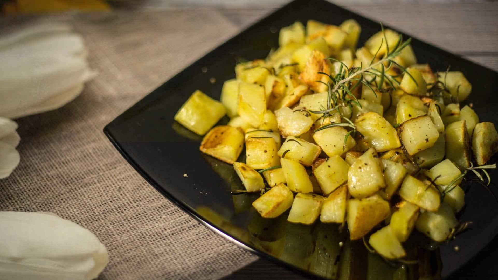 Patate in Padella al Rosmarino - Croccanti, con Poco Olio