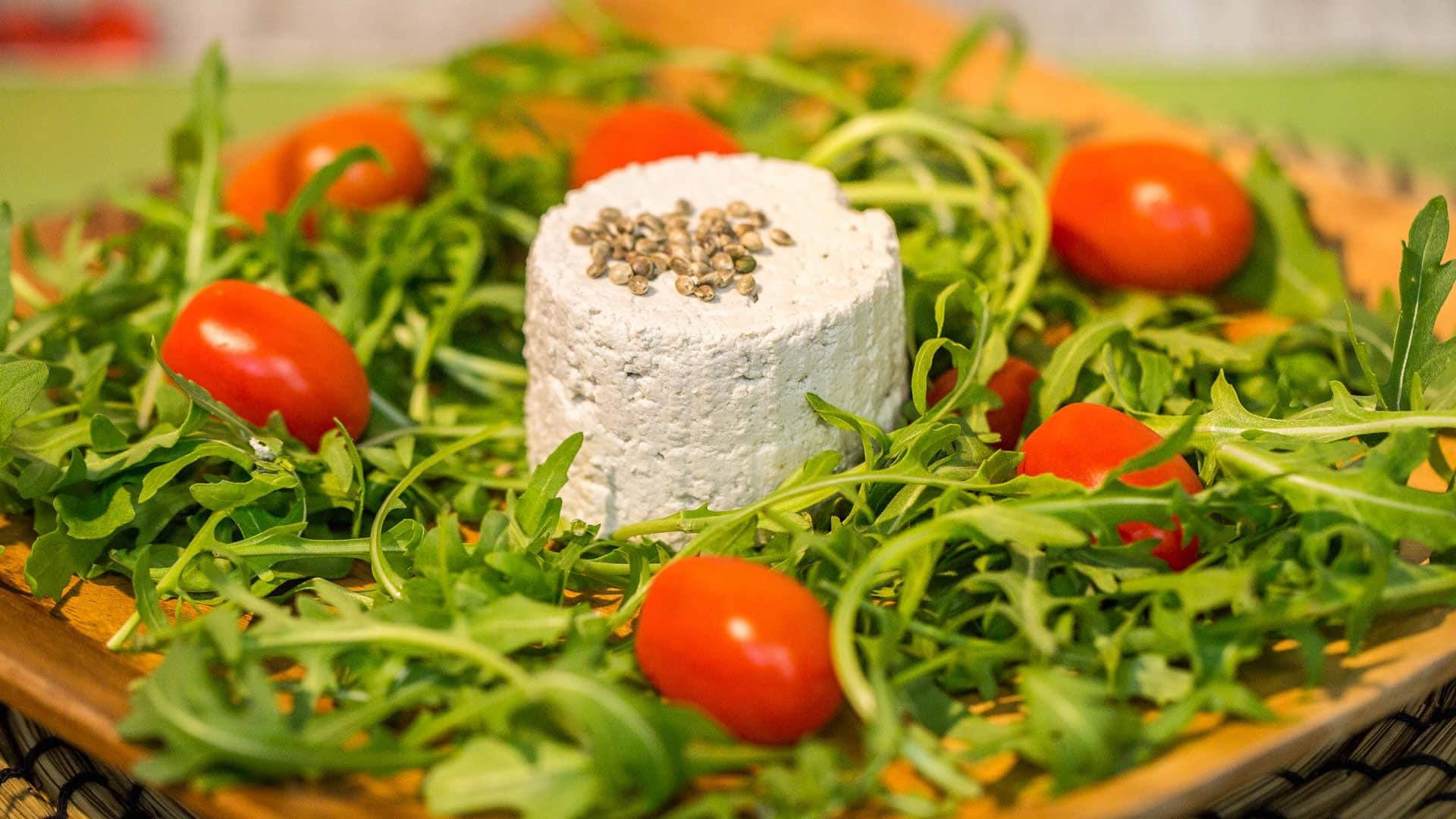 Foto Tofu di Canapa (Hemp-Fu) - Formaggio Vegetale con Latte di Semi di Canapa