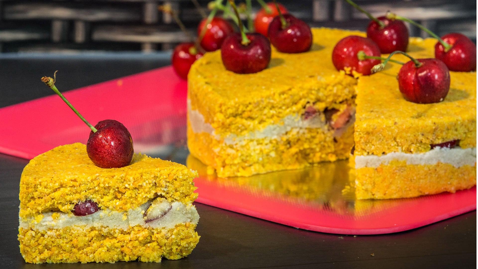 Foto Torta Crudista con Carote e Frutta Secca