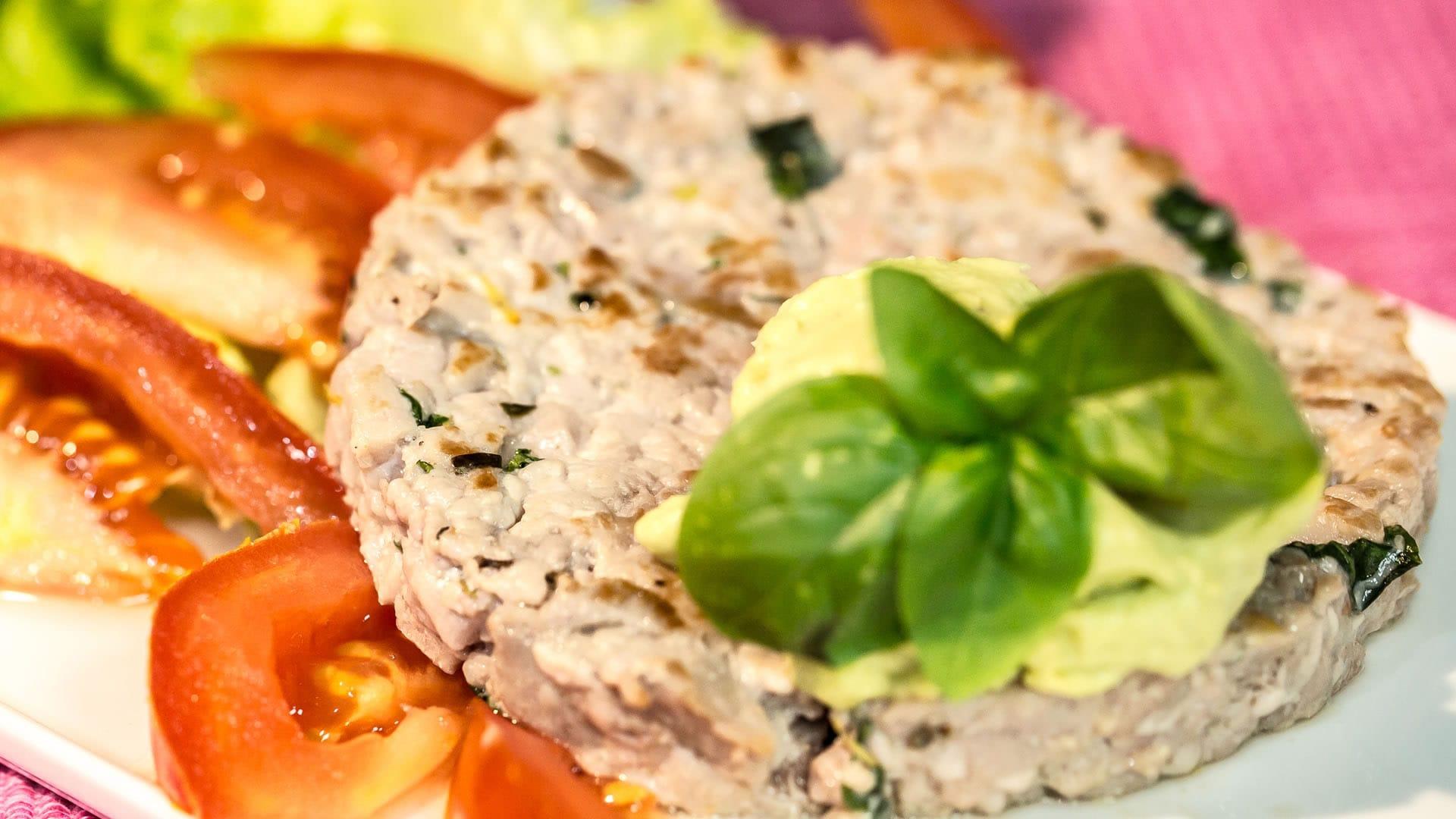 Foto Hamburger di Tonno Fresco con Salsa di Avocado