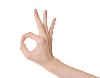 Grazie al muscolo opponente del pollice dell'eminenza tenar è possibile eseguire questo comune gesto di approvazione.