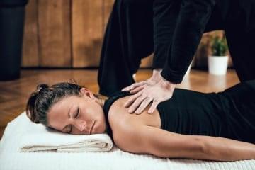 https://www.my-personaltrainer.it/imgs/2018/11/24/massaggio-shiatsu-3-orig.jpeg