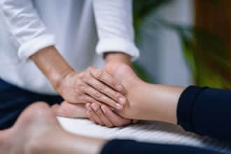 https://www.my-personaltrainer.it/imgs/2019/02/19/massaggio-reiki-come-si-esegue-2-orig.jpeg