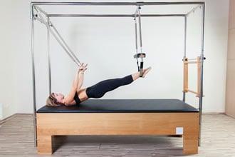 https://www.my-personaltrainer.it/imgs/2019/03/12/pilates-quali-attrezzi-e-ritmo-giusto-cadillac-orig.jpeg