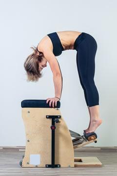 https://www.my-personaltrainer.it/imgs/2019/03/12/pilates-quali-attrezzi-e-ritmo-giusto-chair-orig.jpeg